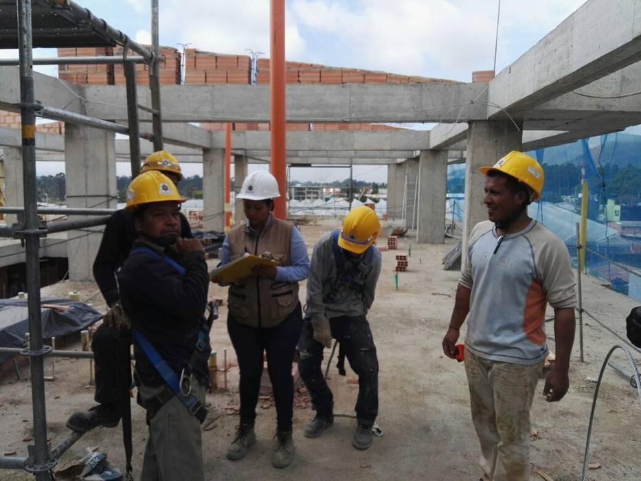 TORRE 1 CARULLA TERRANOVA CUBICO INGENIERÍA Y CONSTRUCCIONES SAS Pisos Concreto Gris