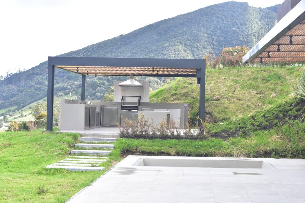Casa en La Calera Cundinamarca. Conjunto Bosques de Granada y Cayunda Arquitectos y Entorno S.A.S Jardines de estilo moderno