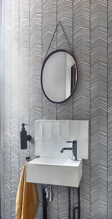 Lichelle Silvestry Interiors - Magenta Salle de bain moderne par Lichelle Silvestry Interiors Moderne