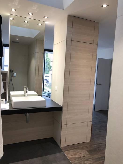 EXTENSION D'UNE MAISON INDIVIDUELLE - MABLY 42 Salle de bain moderne par ATELIER 6 CS Moderne
