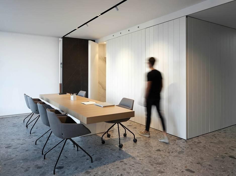 Mesa de atención al cliente MANUEL GARCÍA ASOCIADOS Oficinas y tiendas de estilo moderno