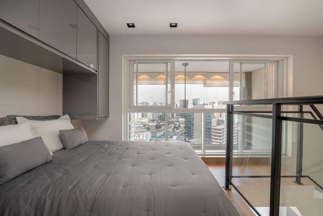 Spazhio Croce Interiores BedroomBeds & headboards Porselen Grey