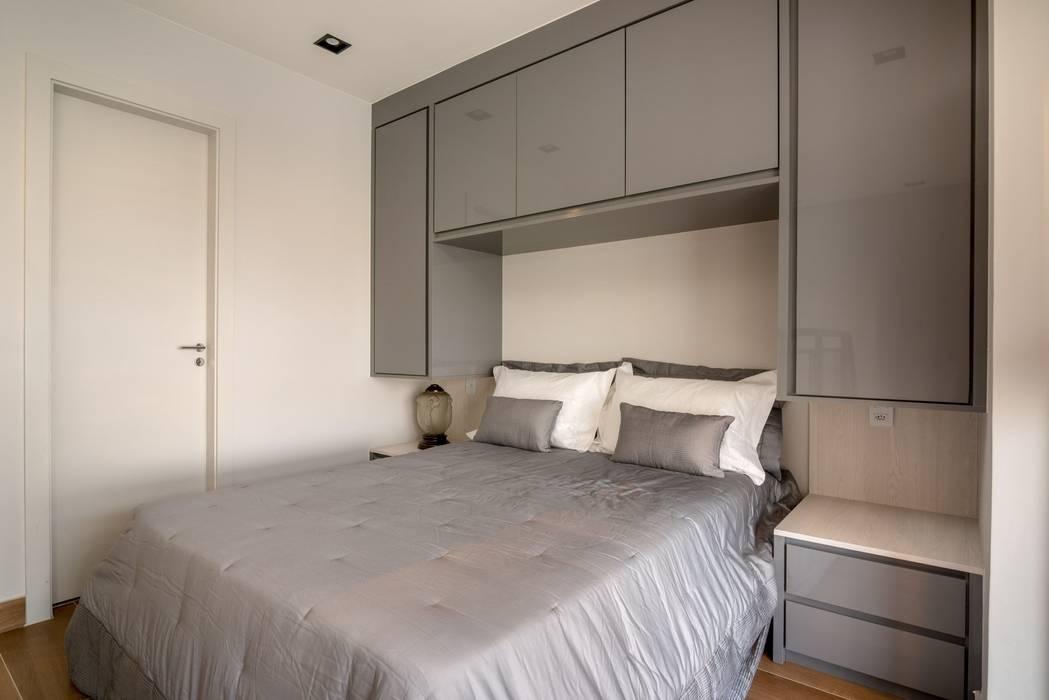 Spazhio Croce Interiores BedroomWardrobes & closets Kayu Grey