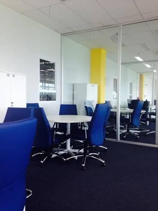Spazhio Croce Interiores Ruang Studi/Kantor Gaya Kolonial Metal Blue