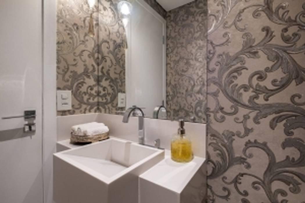 Banheiro Spazhio Croce Interiores BanheiroPia Cerâmica Branco