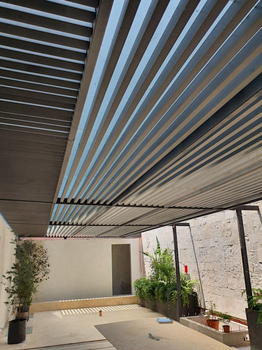 Merkalum Modern balcony, veranda & terrace Glass Grey