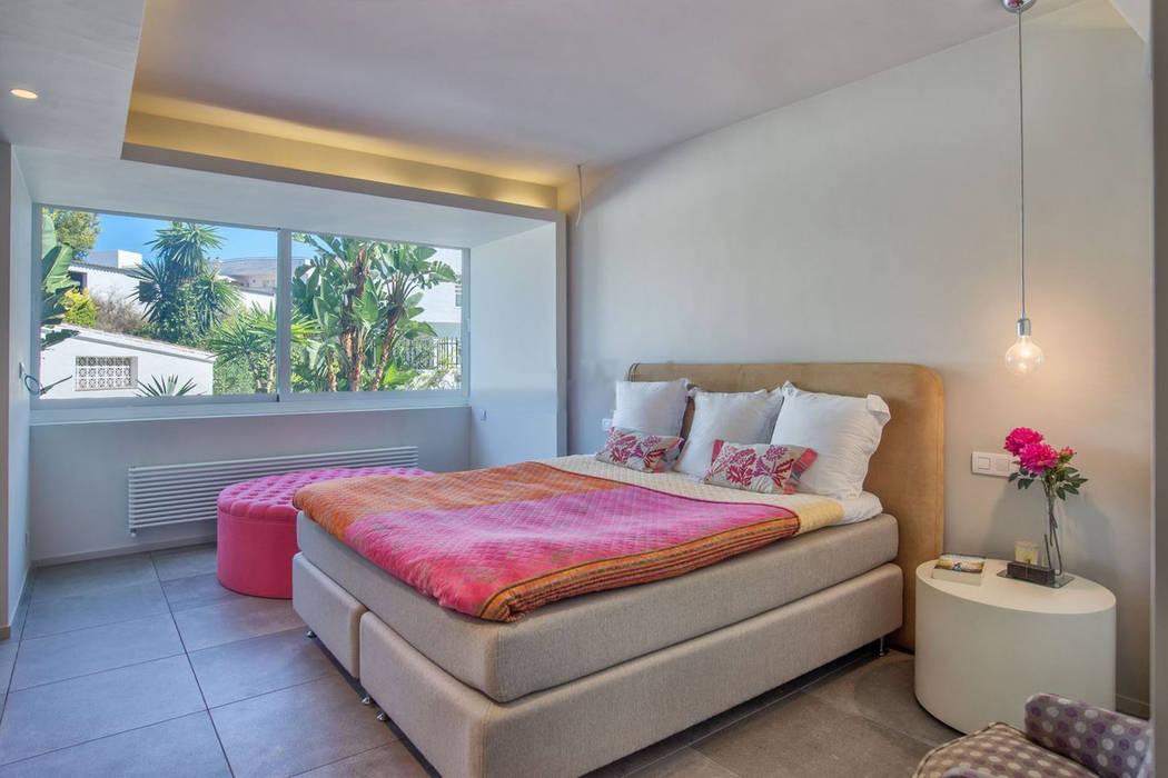 REFORMA DE APARTAMENTO EN NUEVA ANDALUCIA AFD ESTUDIO DE ARQUITECTO Dormitorios de estilo moderno
