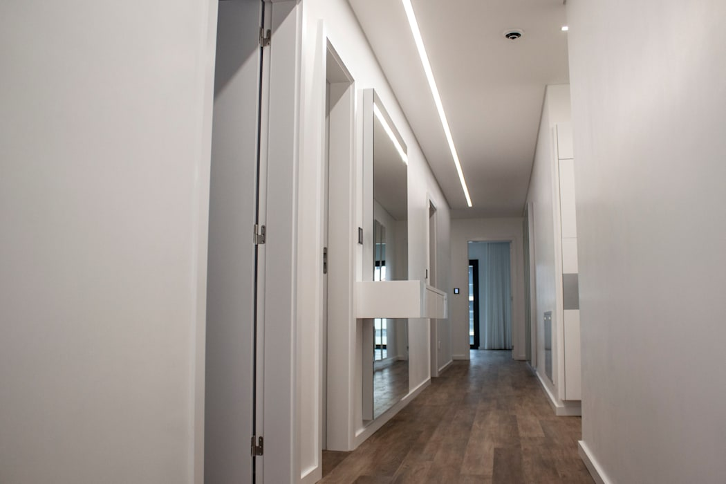 Plan-C Technologies Lda Modern Corridor, Hallway and Staircase