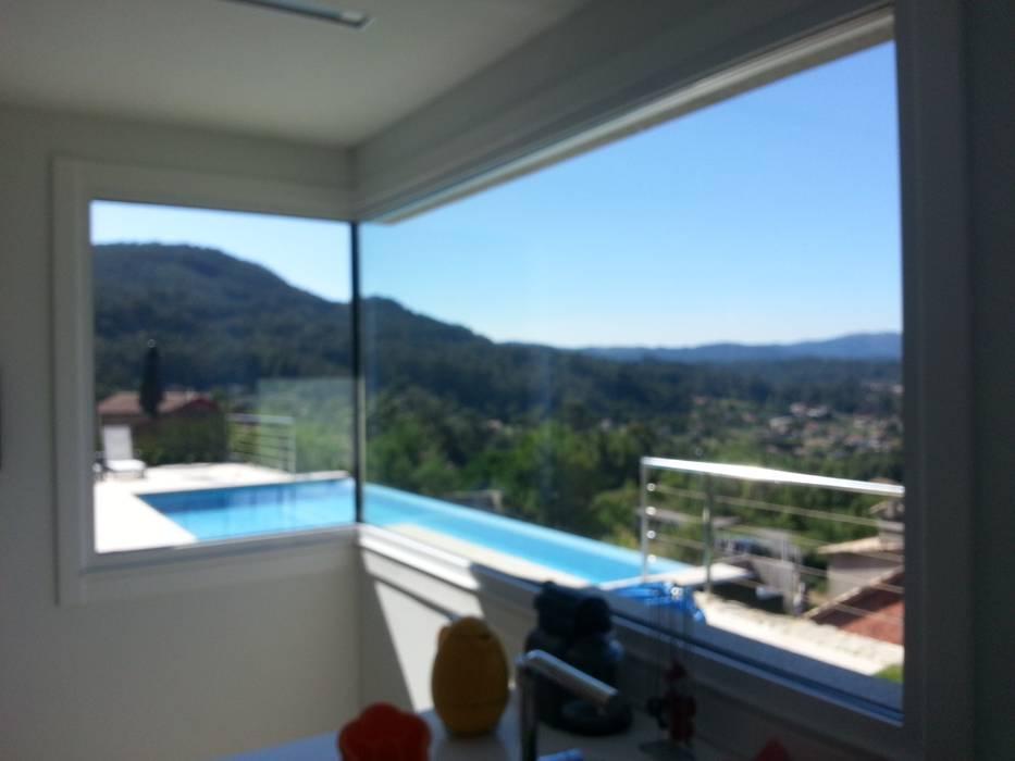 Vista piscina ARDEIN SOLUCIONES S.L. Casas unifamilares Blanco