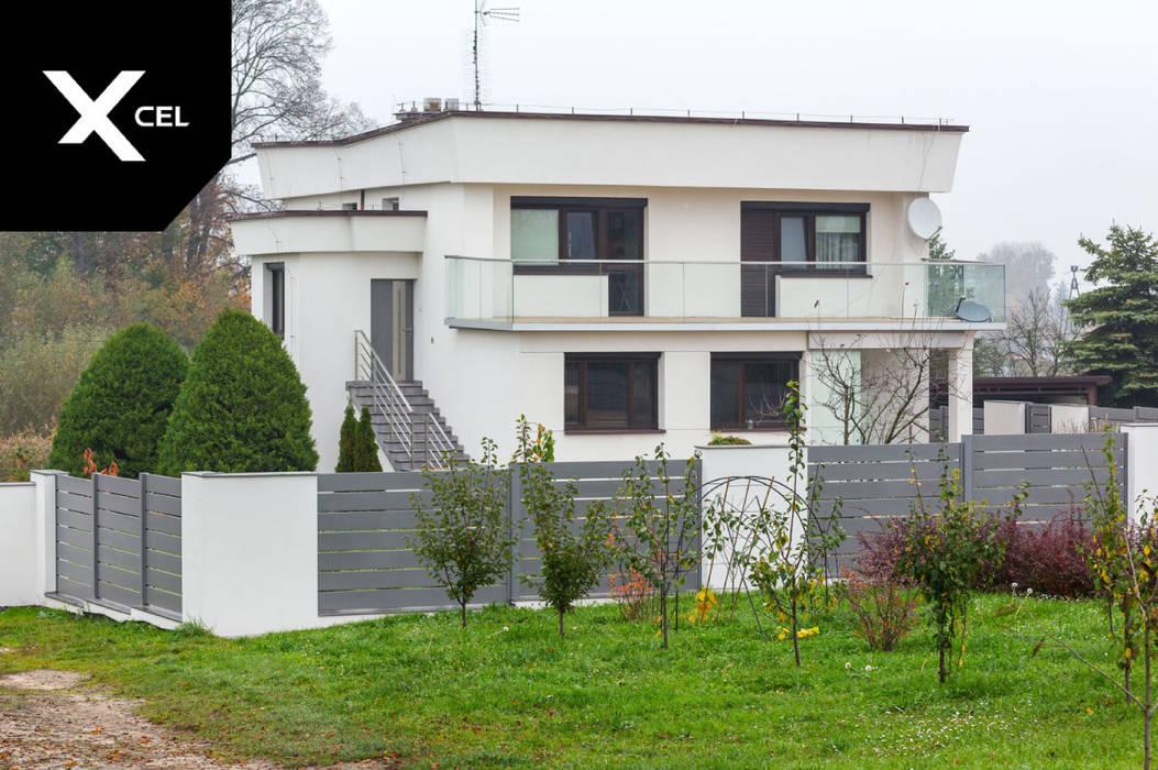 Trwałe ogrodzenie aluminiowe w kolorze szarym XCEL Fence Podwórko