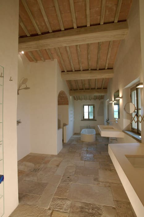 Restauro di una colonica in Chianti Studio Architetto Pontello Bagno in stile mediterraneo