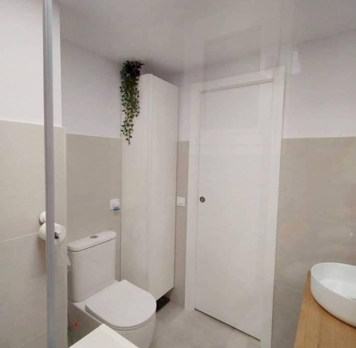 Reforma baño completo Sevilla - Después Kouch & Boulé Baños de estilo minimalista Blanco