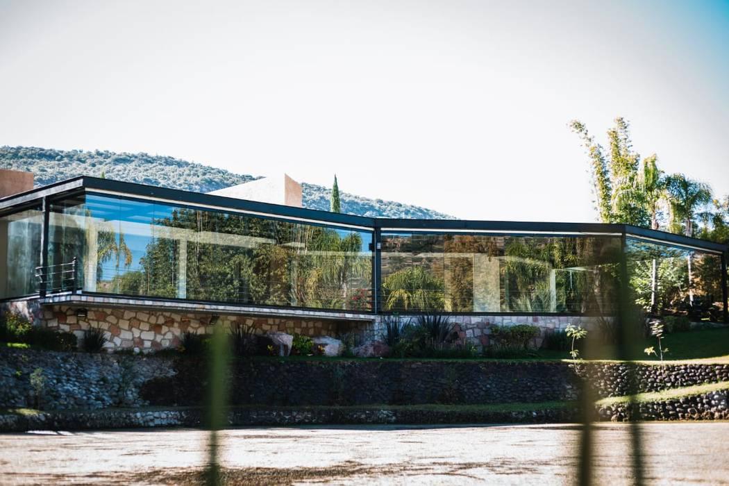 Muros y Puertas Zurbía Halaman depan Kaca Transparent