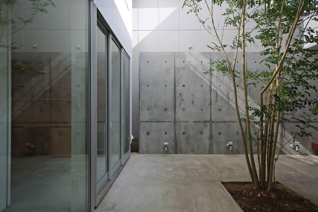 中庭 空間建築-傳 モダンな庭 灰色