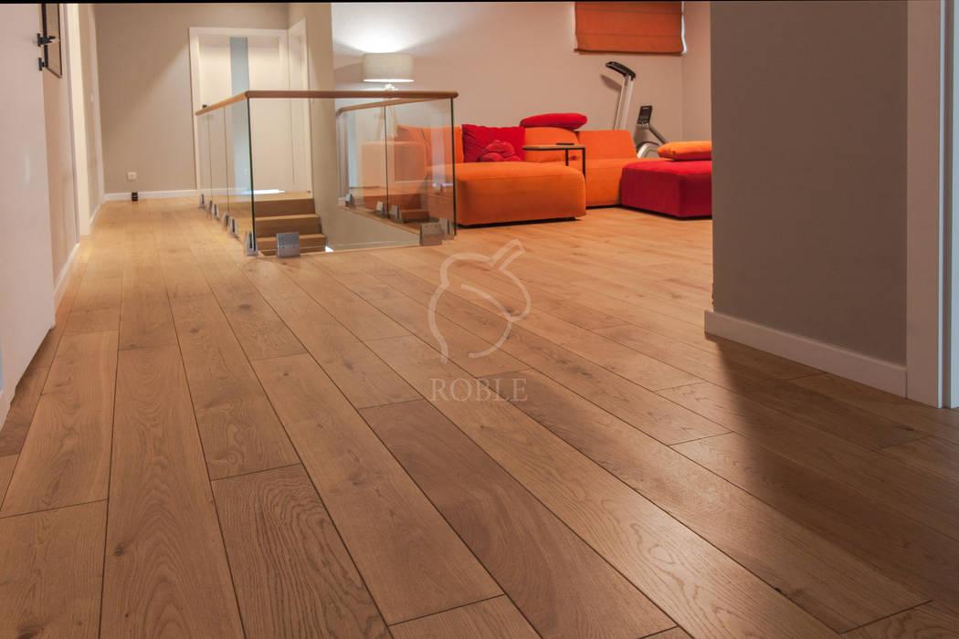 Podłoga dębowa w nowoczesnym salonie Roble Podłogi