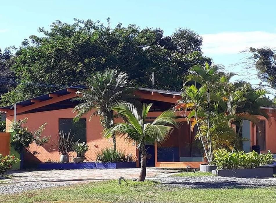 Espaço lazer comum Lucia Helena Bellini arquitetura e interiores Hotéis tropicais Tijolo Multi colorido