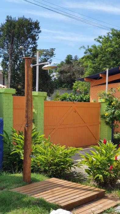 Lucia Helena Bellini arquitetura e interiores Tropical style hotels Solid Wood Multicolored