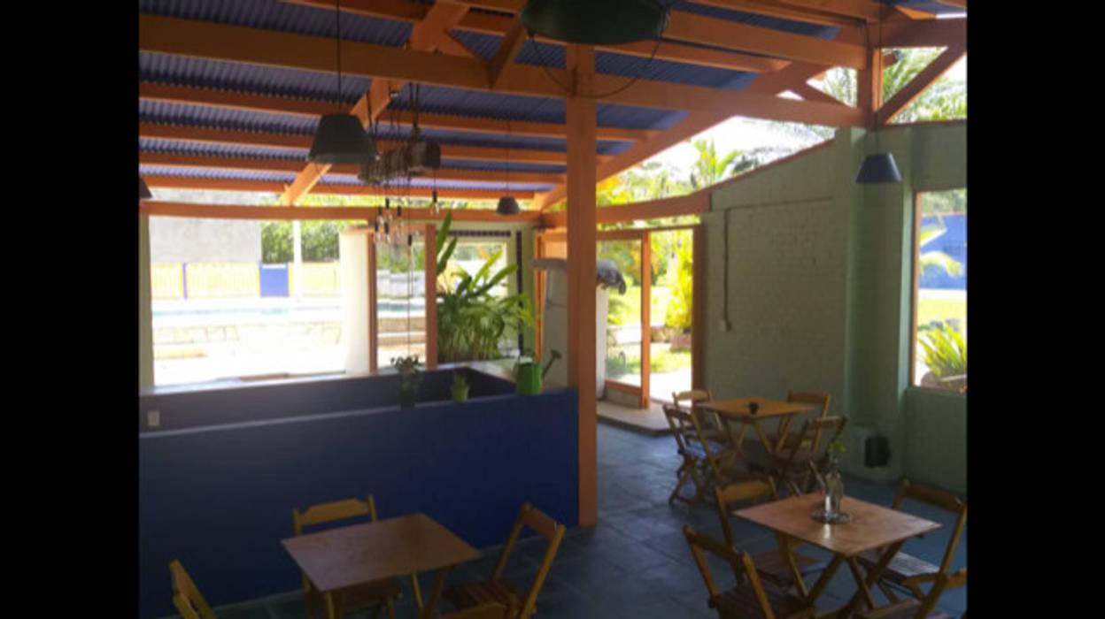 Lucia Helena Bellini arquitetura e interiores Tropical style hotels Glass Multicolored