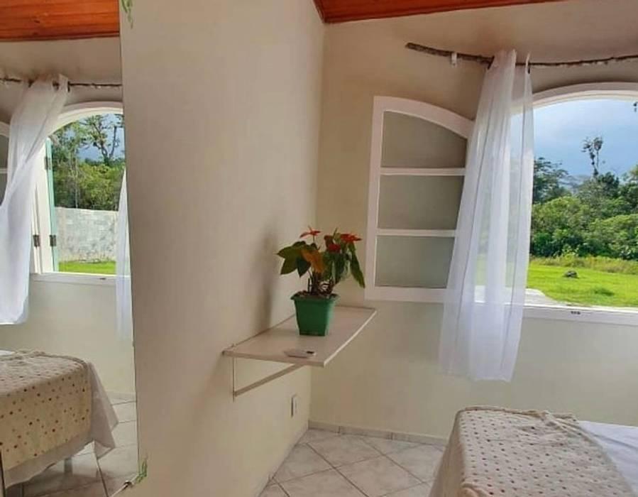 Chalé Interno Lucia Helena Bellini arquitetura e interiores Hotéis tropicais Tijolo Multi colorido