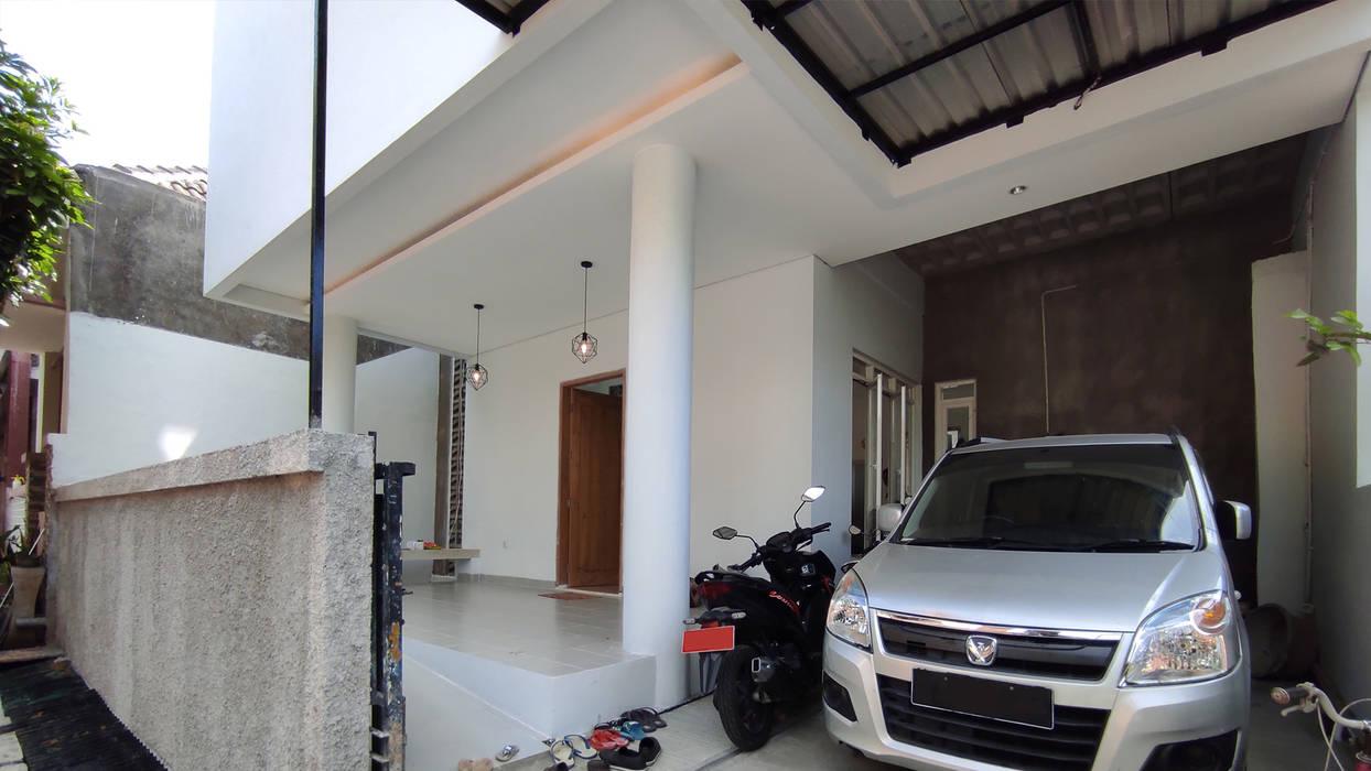 T House | Rumah Anti Matahari Barat MR Arsitek Garasi Minimalis