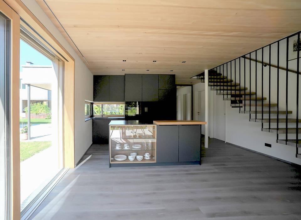 schroetter-lenzi Architekten Cozinhas pequenas Derivados de madeira Preto