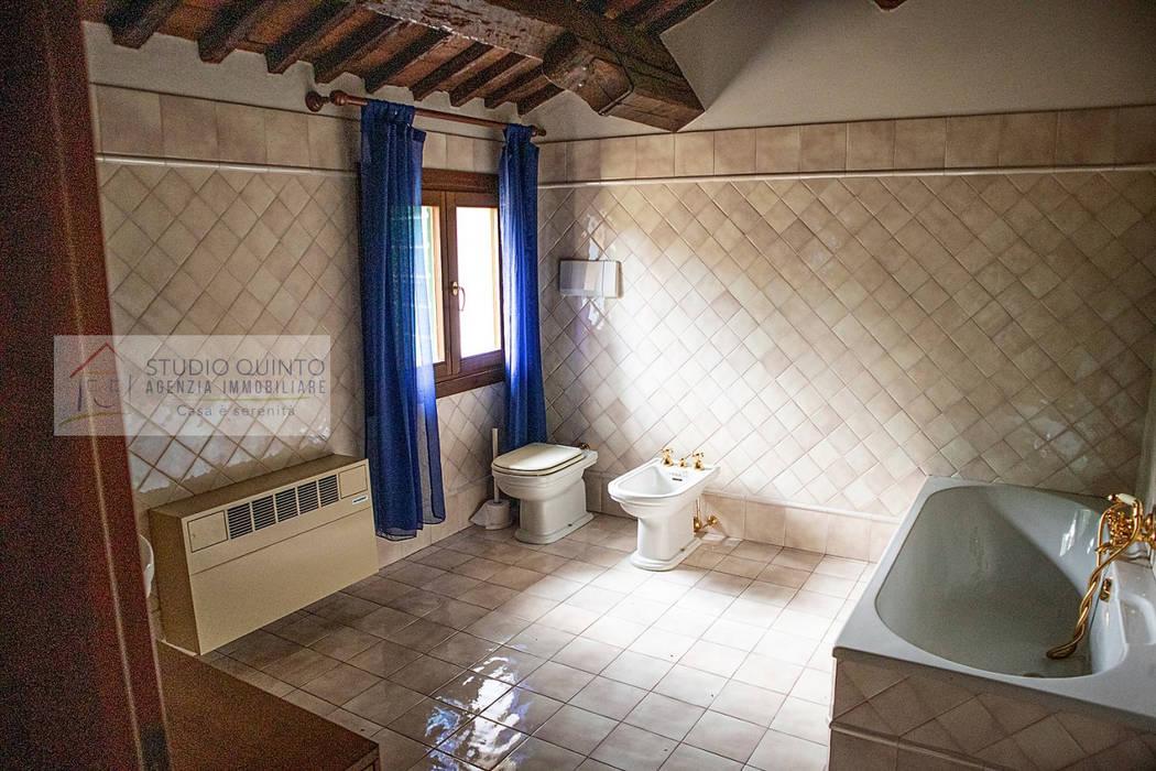 Agenzia Studio Quinto Colonial style bathroom