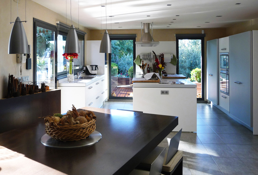 Vivienda en Vallvidrera dom arquitectura Cocinas de estilo moderno