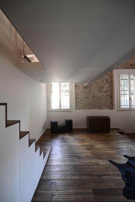 021_Appartamento in centro storico MIDE architetti Soggiorno moderno