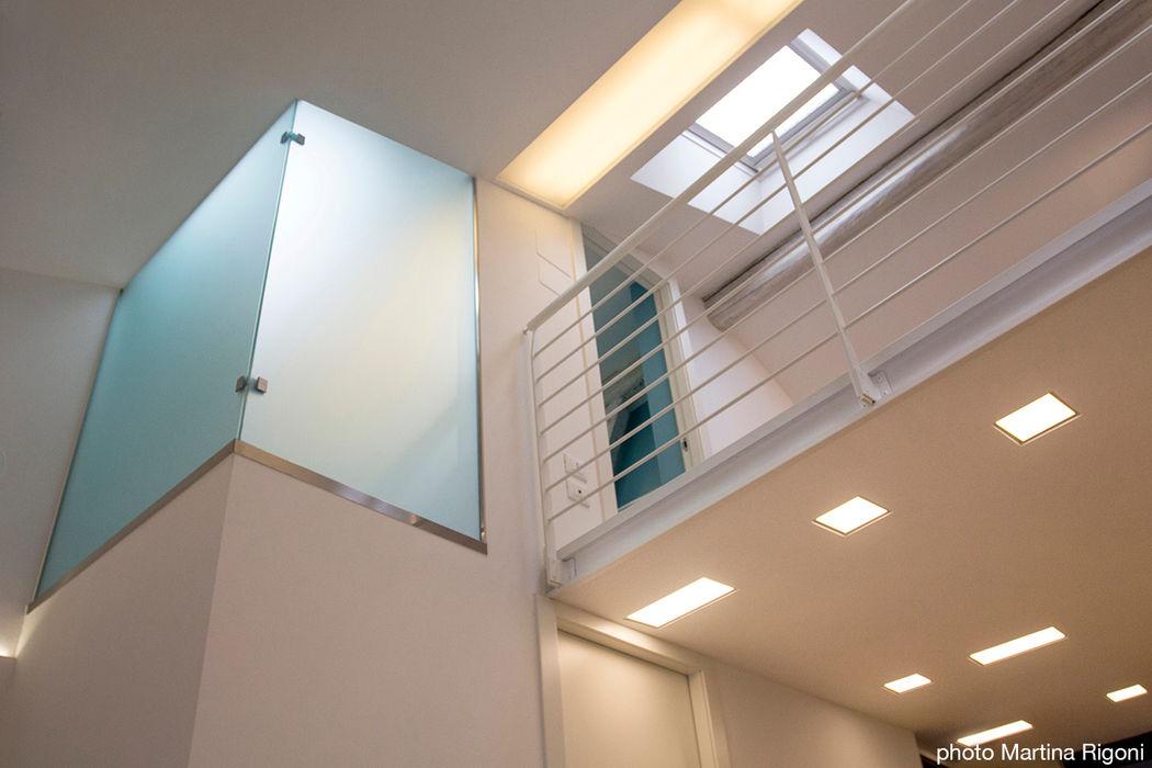 soppalco e vano doccia moovdesign Case in stile minimalista
