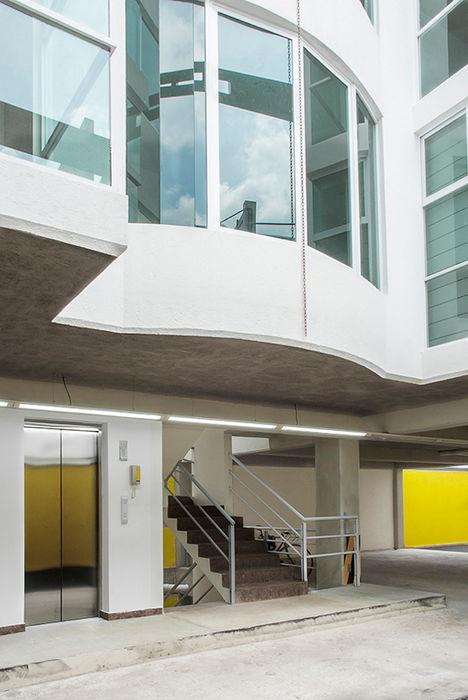 Vestíbulo de planta baja RECON Arquitectura Casas modernas