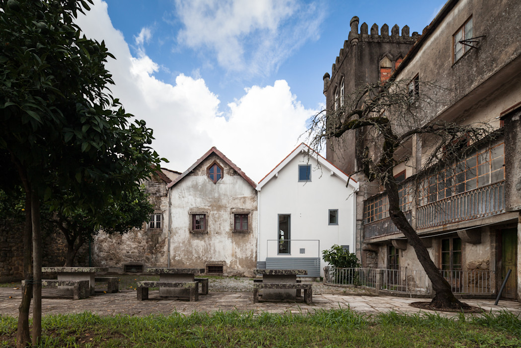 Chalé das Três Esquinas Tiago do Vale Arquitectos Casas ecléticas