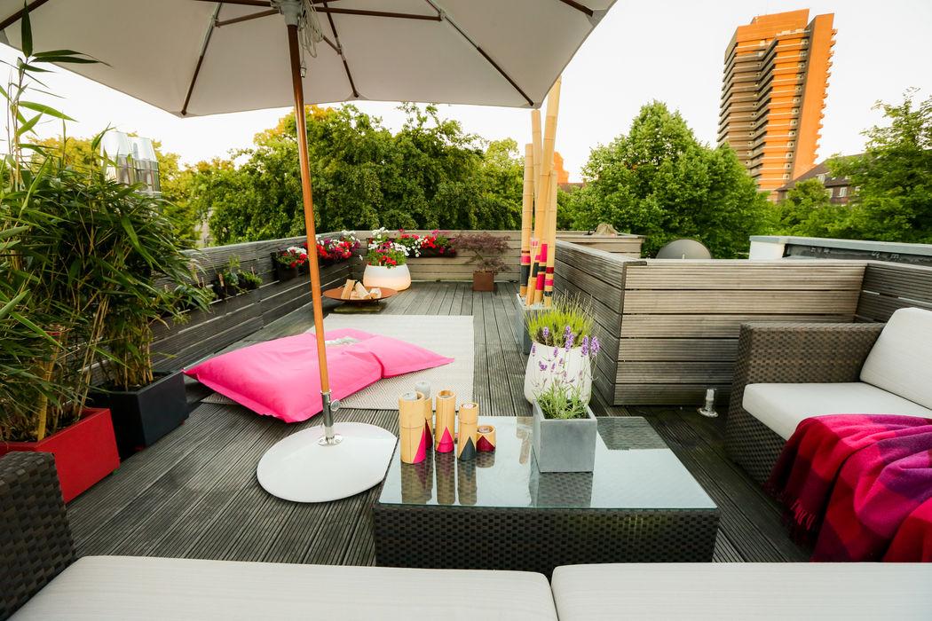 Loungesofa, Sonnenschirm, Pflanztaschen, Bambus DIE BALKONGESTALTER Balkon, Veranda & TerrasseAccessoires und Dekoration