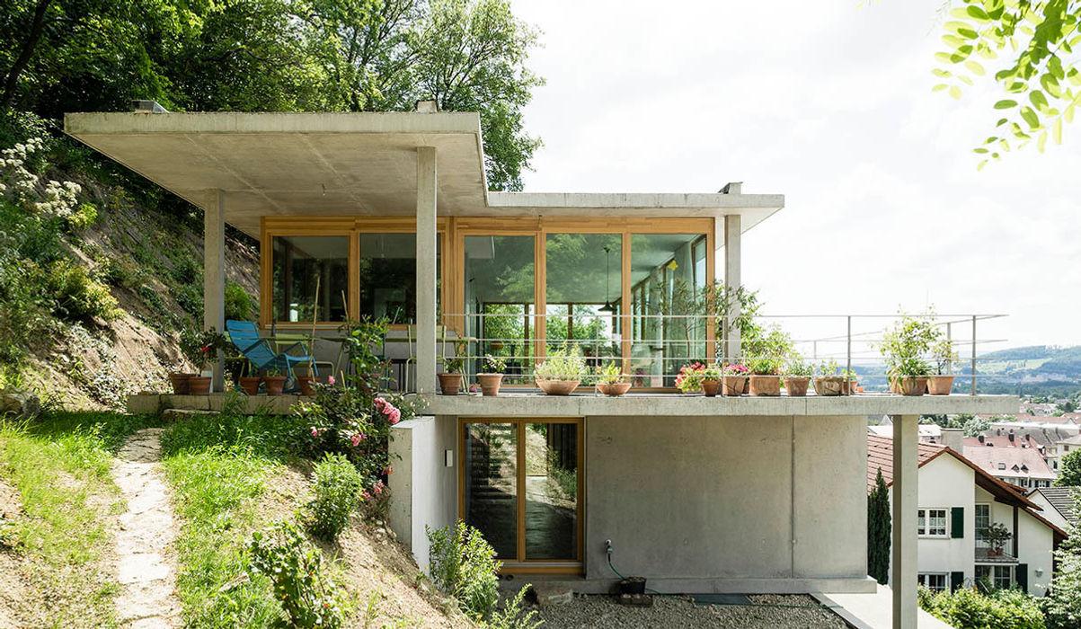 Wohnhaus am Hang, Wyhlen GIAN SALIS ARCHITEKT Moderne Häuser