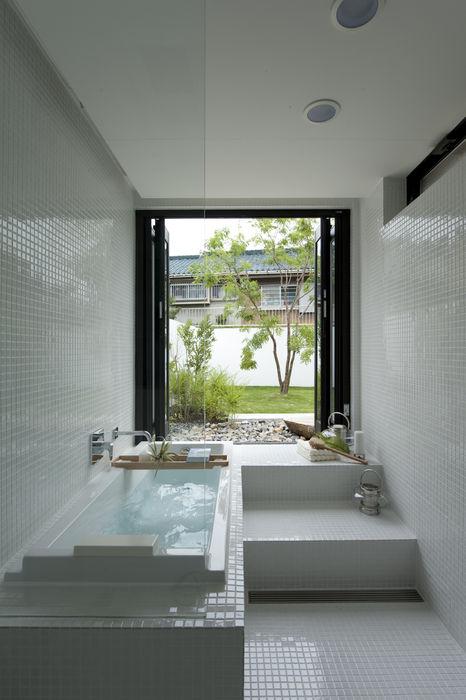 House with the bath of bird Sakurayama-Architect-Design モダンスタイルの お風呂