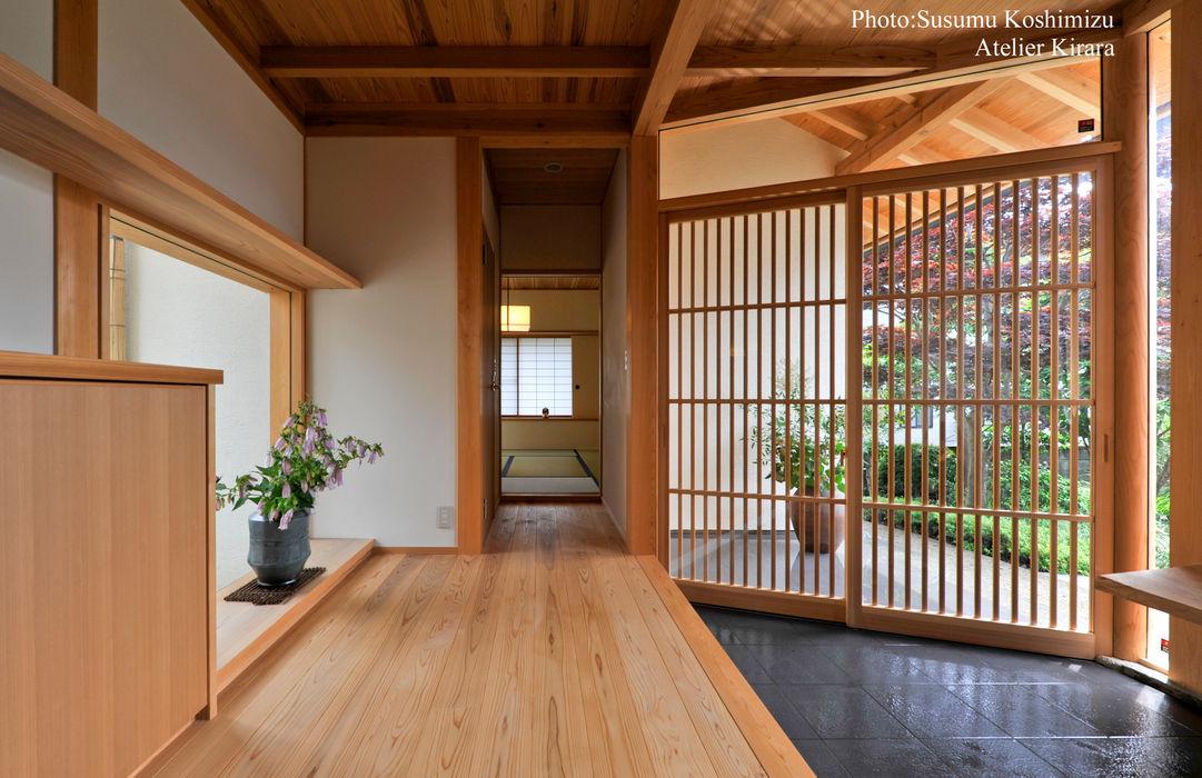 足利の家「素材と景色を楽しむ家」 アトリエきらら一級建築士事務所 モダンスタイルの 玄関&廊下&階段