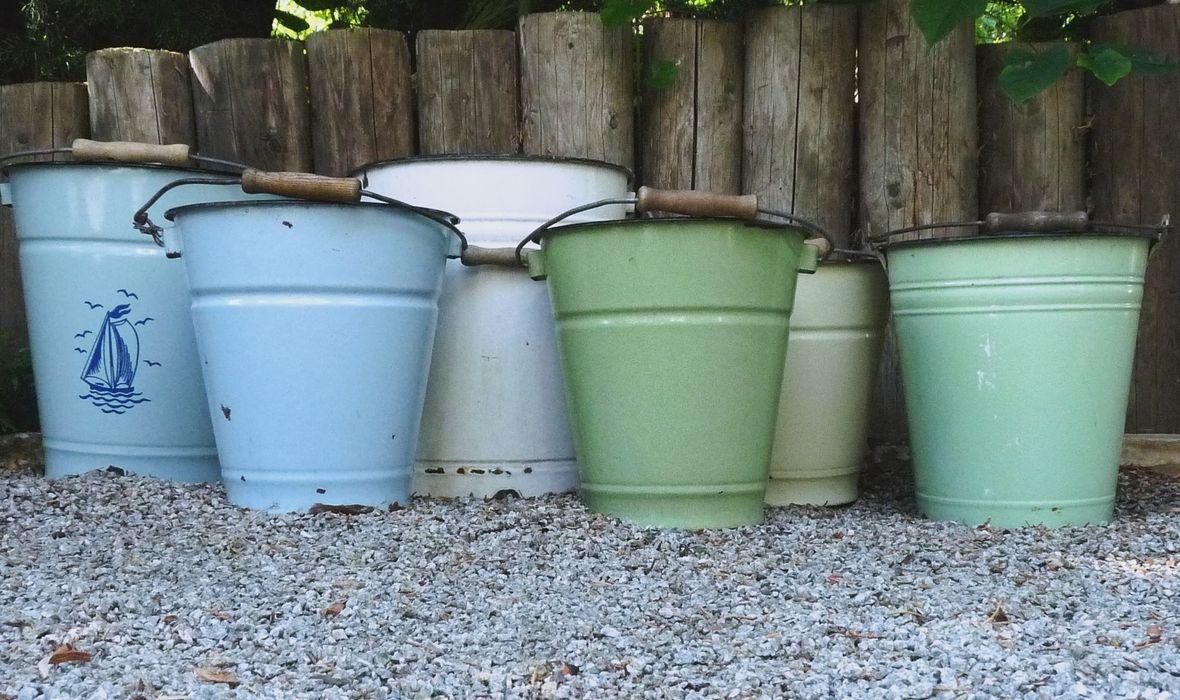 Emaille-Eimer zur Aufbewahrung oder Bepflanzung homify GartenAccessoires und Dekoration