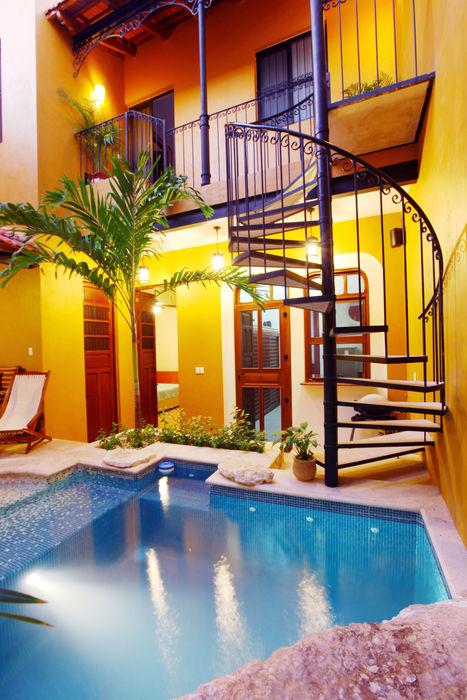 Terraza de Acceso a recámara principal Arturo Campos Arquitectos Balcones y terrazas coloniales