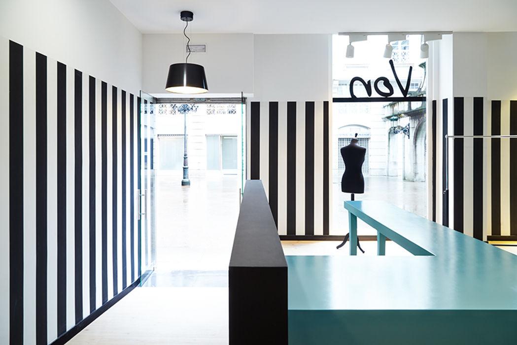 Luci Von. Local comercial para tienda de ropa Estudio de Arquitectura Sra.Farnsworth Estudios y despachos de estilo ecléctico