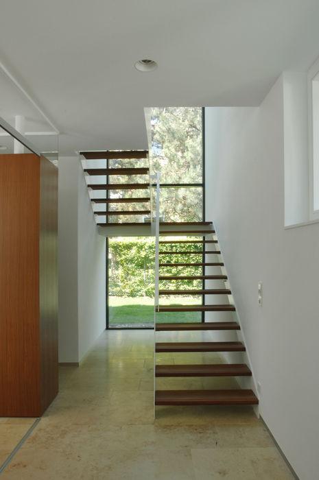 Einfamilienhaus in Lustenau / Österreich Früh Architekturbüro ZT GmbH Moderner Flur, Diele & Treppenhaus