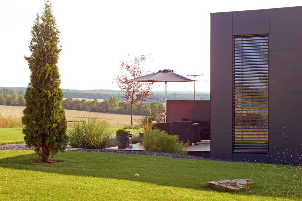 Musterhaus freelance smartshack Moderner Balkon, Veranda & Terrasse
