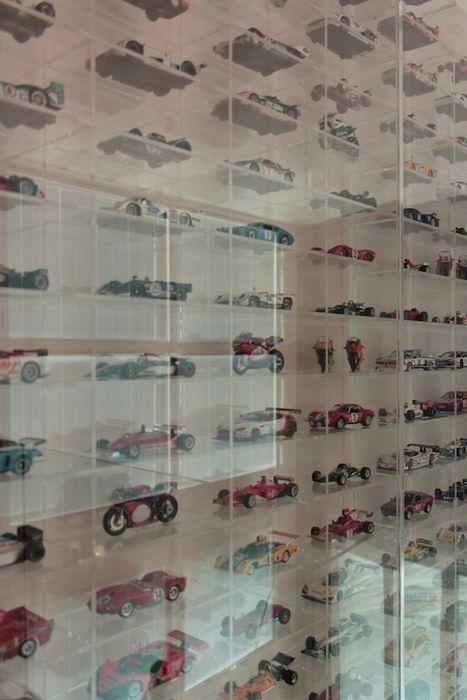 Teche in plexiglass per collezione modellini auto- particolare Francesca Bonorandi StudioContenitori