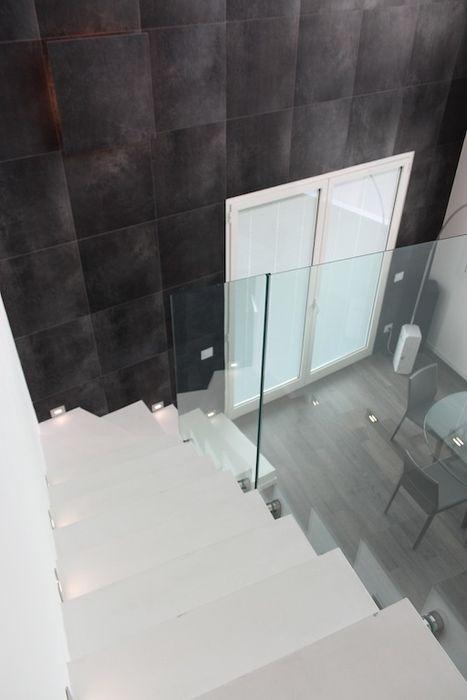 Loft per single Francesca Bonorandi Ingresso, Corridoio & Scale in stile minimalista