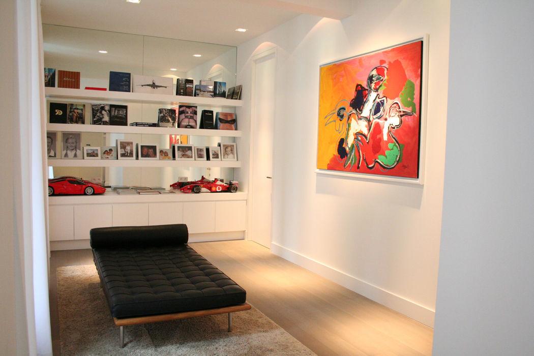 Appartement Antwerpen, België By Lenny Moderne gangen, hallen & trappenhuizen