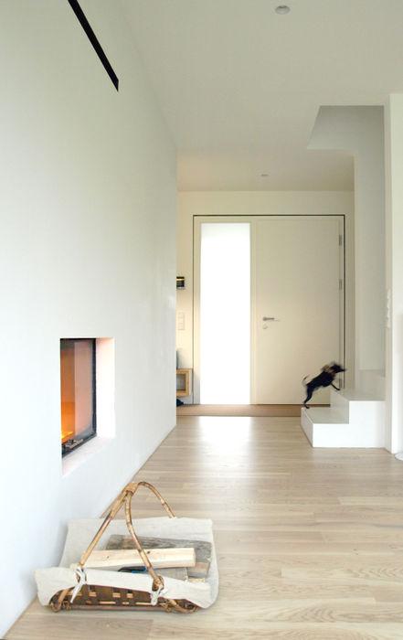 Eingangsbereich Viktor Filimonow Architekt in München Minimalistische Wände & Böden