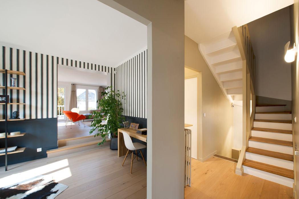 Maison individuelle Le Chesnay Hélène de Tassigny Couloir, entrée, escaliers modernes
