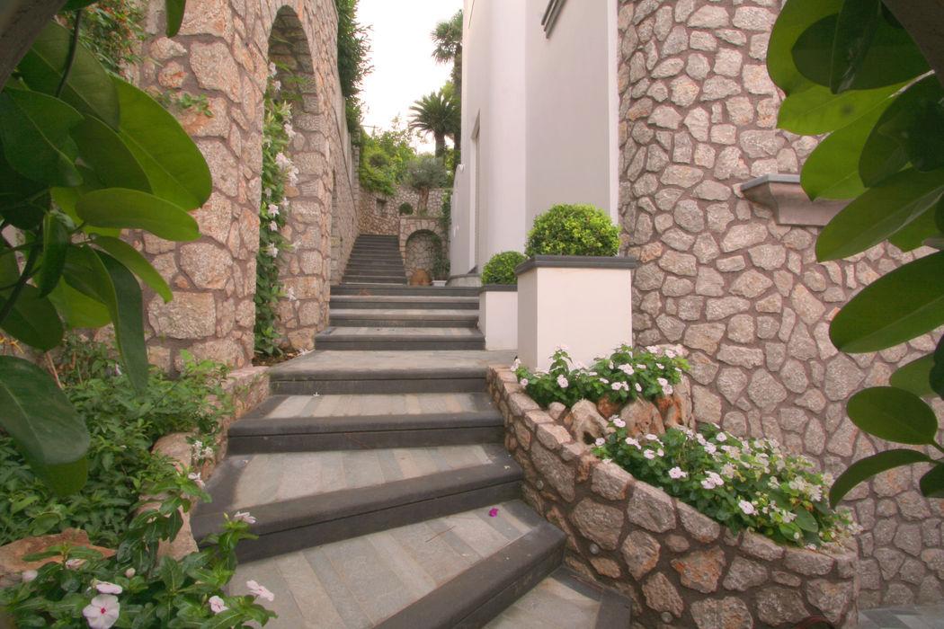 Villa a Capri Imperatore Architetti Ingresso, Corridoio & Scale in stile mediterraneo