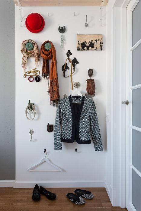 Проект однокомнатной квартиры 40 м² (раздельная комната) SAZONOVA group ГардеробнаяАксессуары и декор