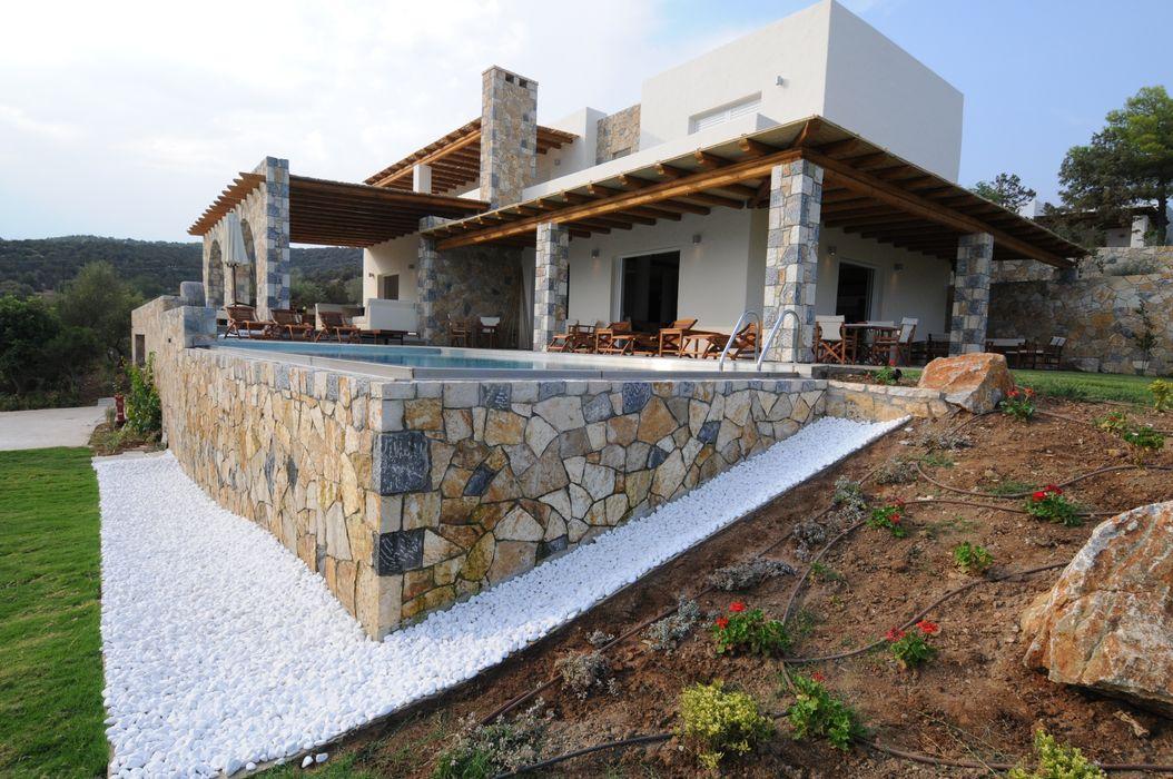 Vista della villa dal lato mare CARLO CHIAPPANI interior designer Case in stile mediterraneo