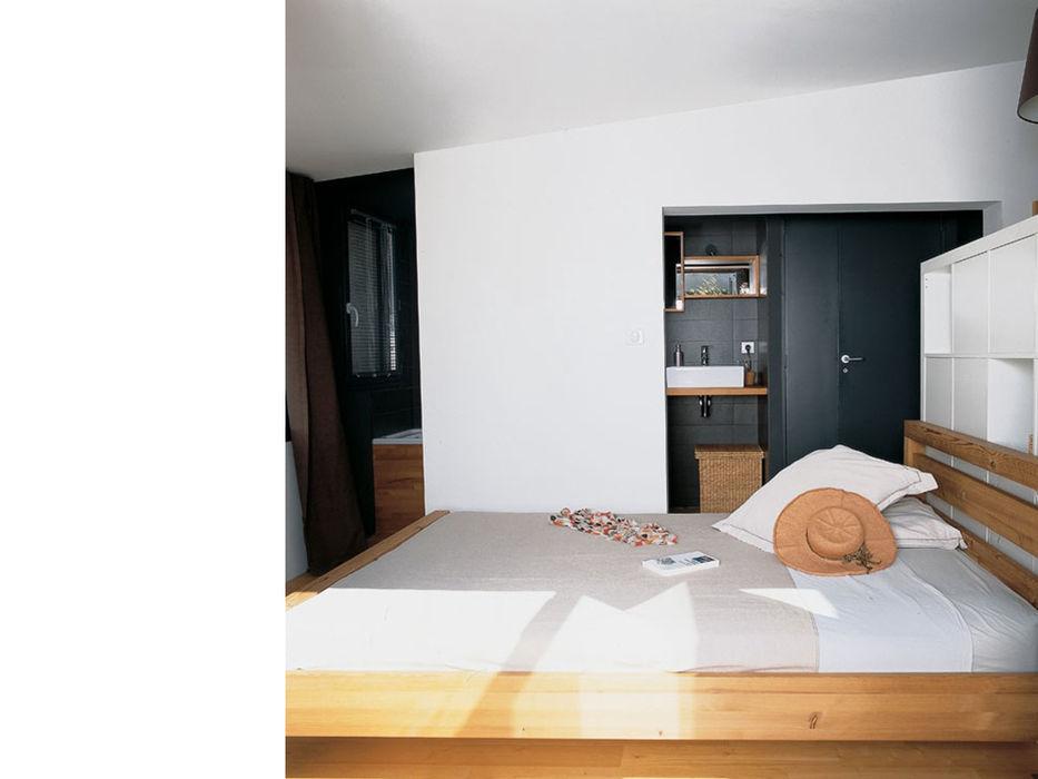 Suite parentale à l'étage atelier julien blanchard architecte dplg Chambre moderne