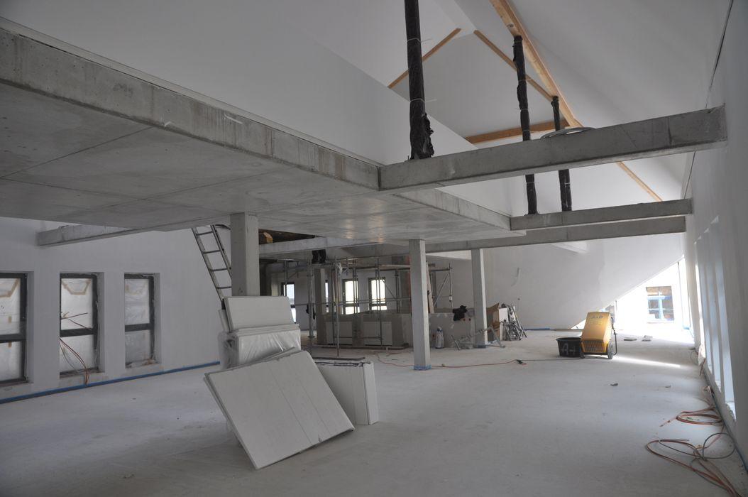 Neubaubereich Innen OG phase 10 Planungs- und Ingenieurgesellschaft mbH Moderne Geschäftsräume & Stores